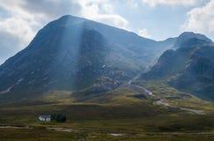 Dearg de Buachaille Etive Mor Stob no vale de Glen Coe, Escócia Imagem de Stock