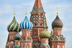 Deatails des dômes étonnants d'oignon de la cathédrale du ` s de St Basil Photographie stock libre de droits