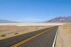 Death Valley路曲线 库存照片