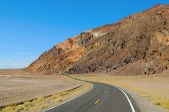 Death Valley路曲线 库存图片