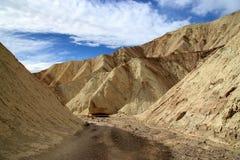 Death Valley guld- kanjon Arkivfoto