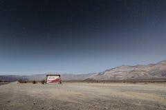 Death Valley nationalpark i nattetid arkivbild