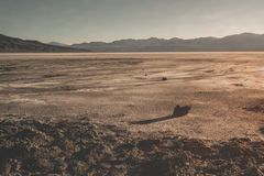 Death Valley ofruktbar markpanorama royaltyfri bild