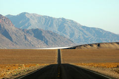 Death Valley road, California Royalty Free Stock Photography