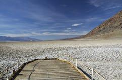 Death Valley - schlechtes Wasser-Becken stockfotos