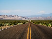 Death- Valleywüsten-Sand-Landstraßen-Hitze-Freiheit lizenzfreies stockfoto