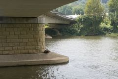 Debaixo da ponte foto de stock royalty free