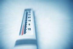 Debajo de cero en el termómetro. Imagenes de archivo