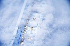 Debajo de cero en el termómetro Imagen de archivo libre de regalías