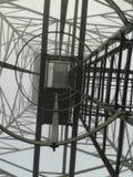 Debajo de la alta antena 2 imagen de archivo