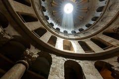 Debajo de la bóveda de la iglesia de Santo Sepulcro Foto de archivo libre de regalías