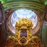 Debajo de la bóveda de Peter y de Paul Cathedral Imágenes de archivo libres de regalías