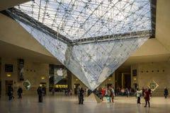 Debajo de la pirámide invertida Foto de archivo