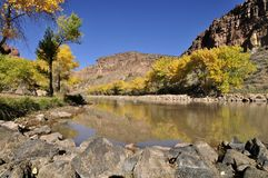 Debajo de la presa de Abiquiu - New México Imagen de archivo libre de regalías