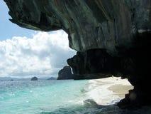 Debajo de la roca Imagen de archivo libre de regalías