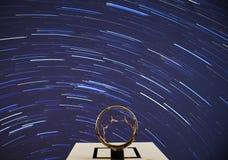Debajo de los rastros de la estrella imagen de archivo libre de regalías