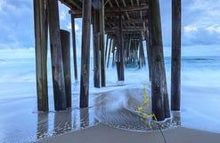 Debajo de Pier Atlantic Ocean inestable Foto de archivo libre de regalías