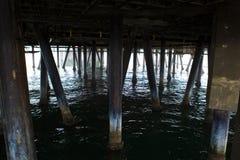 Debajo de Santa Monica Pier Foto de archivo libre de regalías