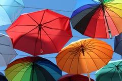 Debajo de un arco iris de paraguas Foto de archivo libre de regalías