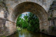 Debajo de un puente romano Fotos de archivo libres de regalías