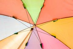 Debajo del paraguas colorido Imágenes de archivo libres de regalías