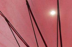 Debajo del paraguas rojo Fotografía de archivo libre de regalías