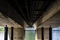 Debajo del puente Imágenes de archivo libres de regalías