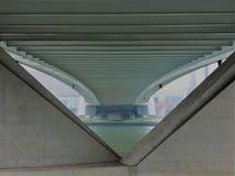 Debajo del puente de Erasmus en Rotterdam - color original Imagen de archivo