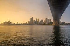 Debajo del puente en el amanecer Imagen de archivo