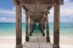 Debajo del puente en el mar Imagen de archivo
