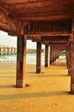 Debajo del puente en la playa Imágenes de archivo libres de regalías