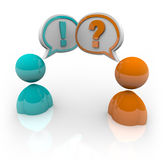 Debatte - zwei Leute, die unterschiedliches Opitnions sprechen lizenzfreie abbildung