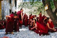 debatterende monniken Royalty-vrije Stock Afbeeldingen