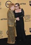 Debbie Reynolds u. Carrie Fisher stockfotografie