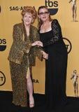 Debbie Reynolds y Carrie Fisher imagenes de archivo