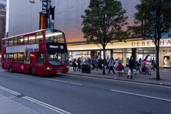 Debenhams shoppar i den Oxford gatan i London Arkivfoto