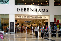 Debenhams shoppar i en galleria royaltyfria bilder