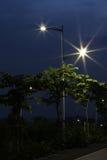 Debesparing streetlightsna som göras av LED arkivfoton