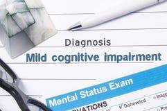 Debilitación cognoscitiva suave de la diagnosis psiquiátrica El libro o la forma médico con el nombre de la debilitación cognosci fotografía de archivo libre de regalías