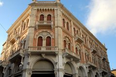 Debite宫殿被日光照射了在广场delle Erbe在帕多瓦在威尼托(意大利)位于 免版税库存图片