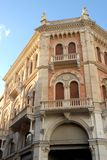 Debite宫殿被日光照射了在广场delle Erbe在帕多瓦在威尼托(意大利)位于 免版税库存照片