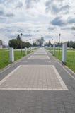 Deblin, Польша - 19-ое апреля 2017: Статуя героикоромантических авиаторов приближает к музею военновоздушной силы в Deblin стоковое изображение