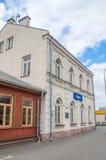 Deblin Polen - April 20, 2017: Byggnad på järnvägsstationen i Deblin Arkivfoto