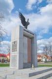 Deblin Polen - April 19, 2017: Självständighetmonument i centrum av Deblin Royaltyfria Foton