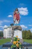 Deblin Polen - April 19, 2017: Staty av Jesus Christ nära den Catolic kyrkan av den påvehelgonPius V biskopen av Rome Royaltyfri Bild