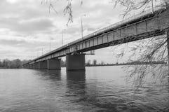 Deblin Polen - April 20, 2017: Svartvit sikt av bron över Vistulaet River Royaltyfria Bilder