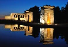 Debod寺庙在蓝色小时,马德里,西班牙 免版税库存照片