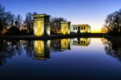 Debod寺庙惊人的日落视图在市马德里 免版税库存图片