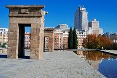 Debod die op Madrid wijst Stock Foto's