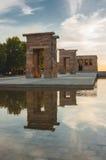 Debod tempel i Madrid på solnedgången Arkivfoton